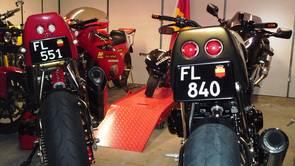 mehr Motorräder am Hotel